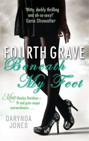 Fourth Grave Beneath My Feet de Darynda Jones